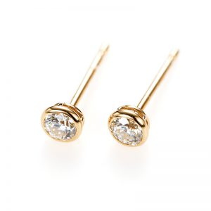 """Artemis"" Double Bezel Setting Daimond Pierced Earring"
