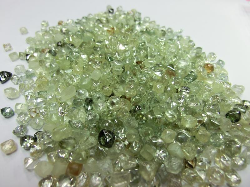 ラフダイヤモンドBRIDGE銀座AntwrepBrilliantのダイヤモンドはソーヤブル
