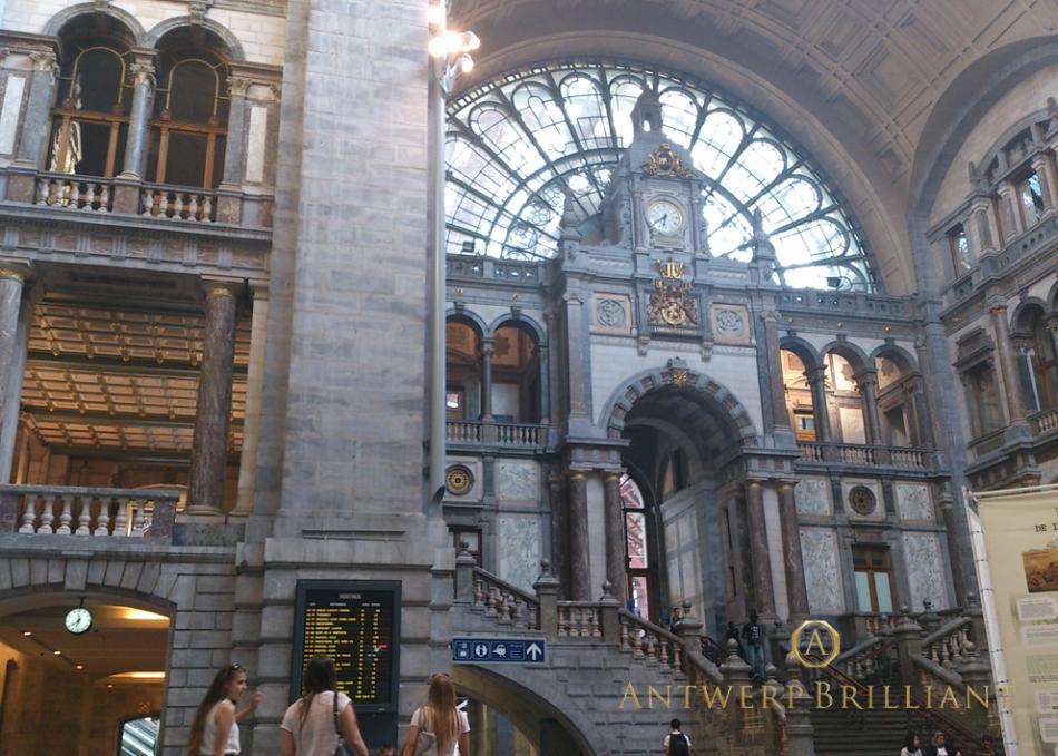 アントワープ駅舎オランダHollandアムステルダムAmsterdamまで1時間ダイヤモンド研磨の聖地