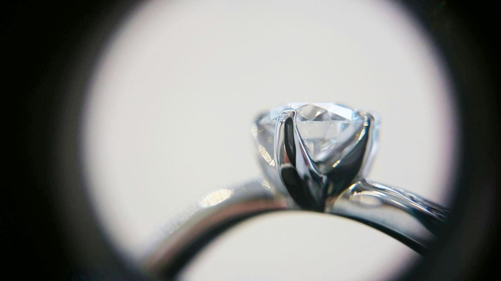 ダイヤモンド横からよく見えるBRIDEG銀座