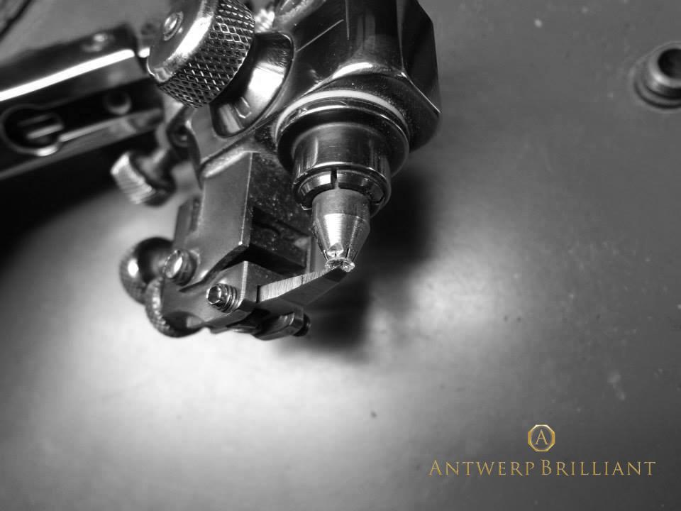 BELGIUMアントワープはダイヤモンド研磨の聖地 生きる伝説現代の巨匠フィリッペンスベルト氏