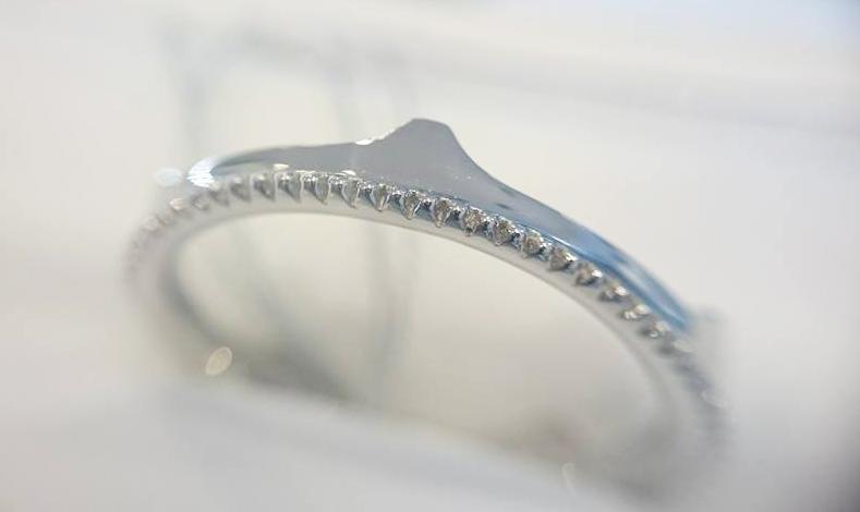 クラウンアンドティアラBRIDGE結婚指輪ミルグレインプラチナ