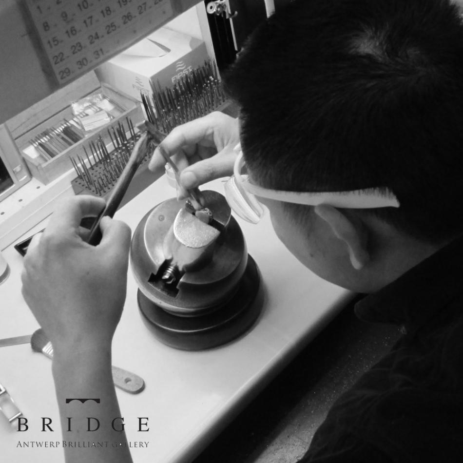 日本人職人の石留め手作業ダイヤモンド ブリッジ銀座美しさの秘密