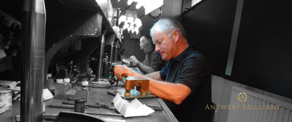 ブリッジ銀座のアントワープブリリアントは2ct以下のダイヤモンドの研磨カットのノウハウ世界最高で婚約指輪にも人気