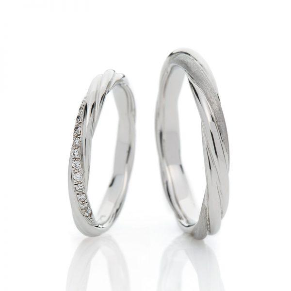 絆を意味するマリッジリング(Weddingband)途切れる事無く続くロープは幾重にも重なってより強くしなやかにブリッジ銀座