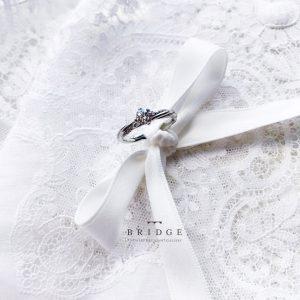 インスタグラムでもフォトジェニックに人気の永遠の絆BRIDGE銀座の婚約エンゲージリングは吊り橋などのワイヤーロープがモチーフ固い絆を表現