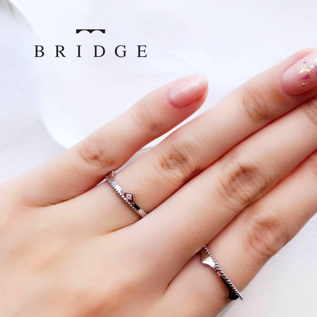 可愛いデザインの結婚指輪をご紹介。大人可愛いデザインをお探しの方はぜひご覧ください。