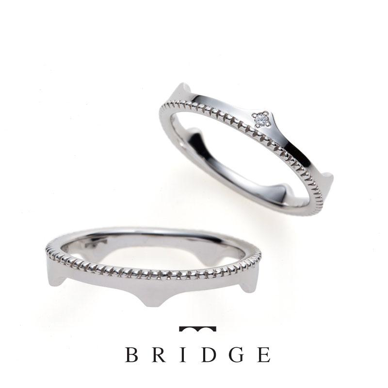 橋とティアラのふたつの表情を持つ可愛いマリッジリングです。可愛いマリッジリングをお探しの方はぜひご覧ください。