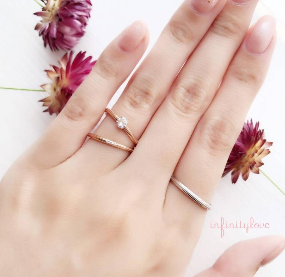 BRIDGE銀座がおすすめの華奢でシンプルで可愛いゴールドの婚約指輪と結婚指輪