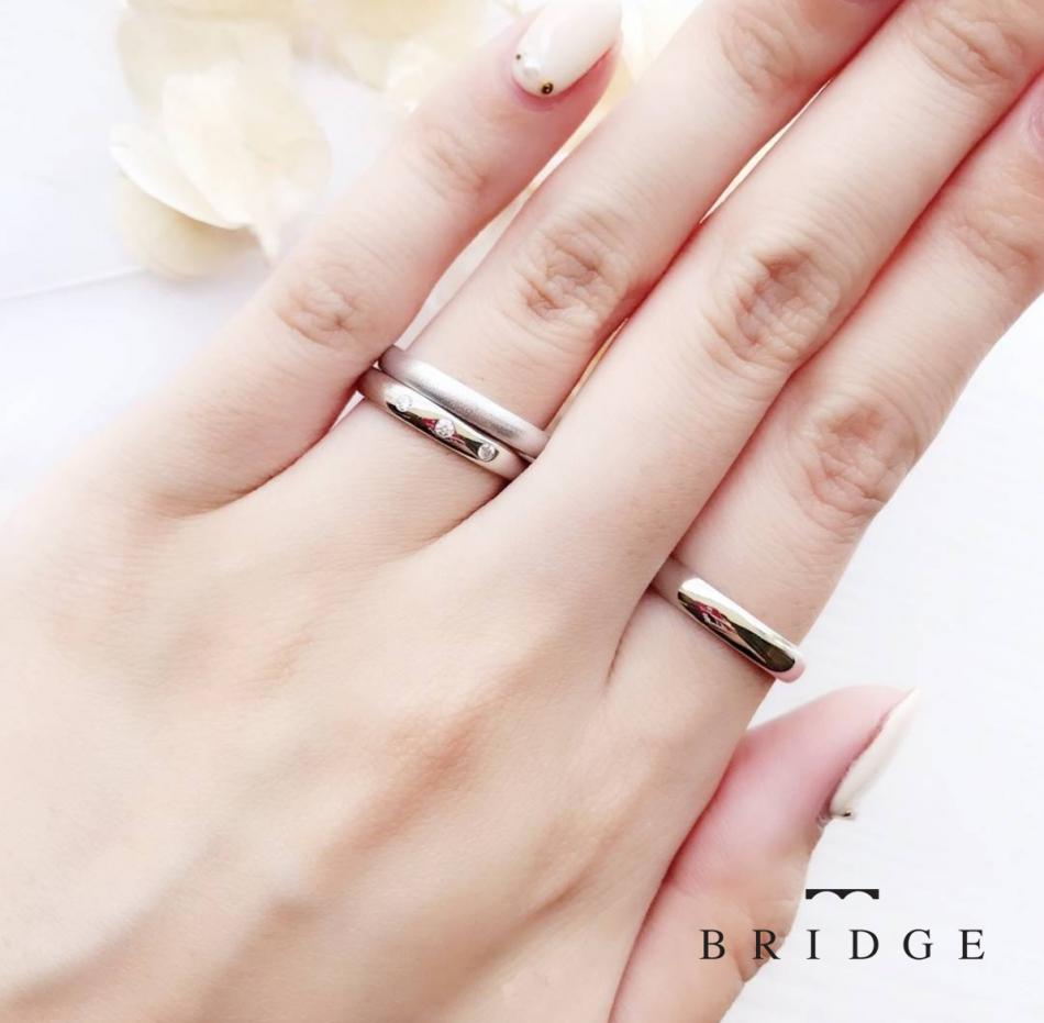 存在感ある確かなつけ心地ストレートスタイルの結婚指輪銀座ブリッジでも人気のカラバリ豊富でアレンジ自在のセミオーダー