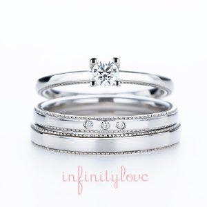 ミルグレインが可愛いシンプルなアンティーク調の婚約指輪と結婚指輪のセットリング。