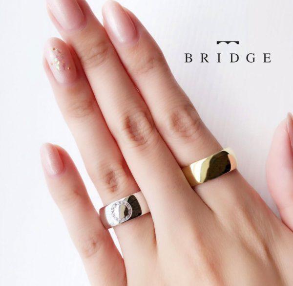 しなやかな指に太い結婚指輪8mm幅の極太モデルは東京のブリッジ銀座で展開中サークルセットのダイヤモンドにアレンジ可能