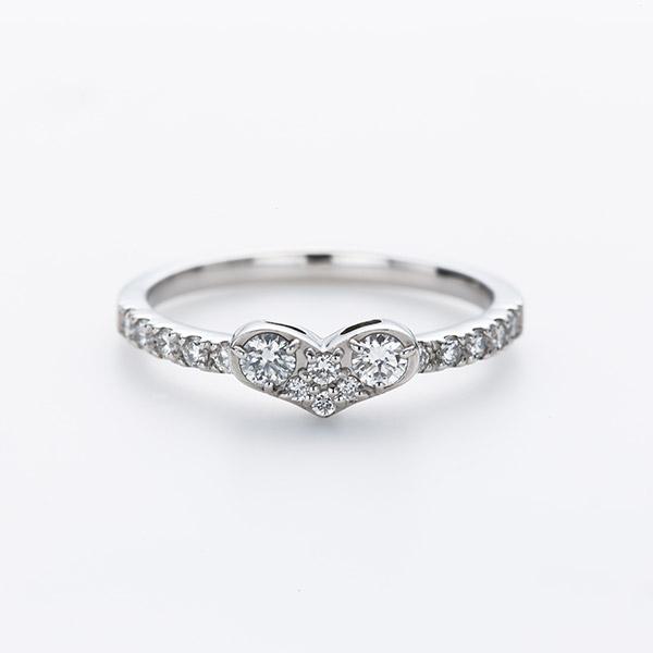 人気のハートモチーフのプラチナ婚約指輪です