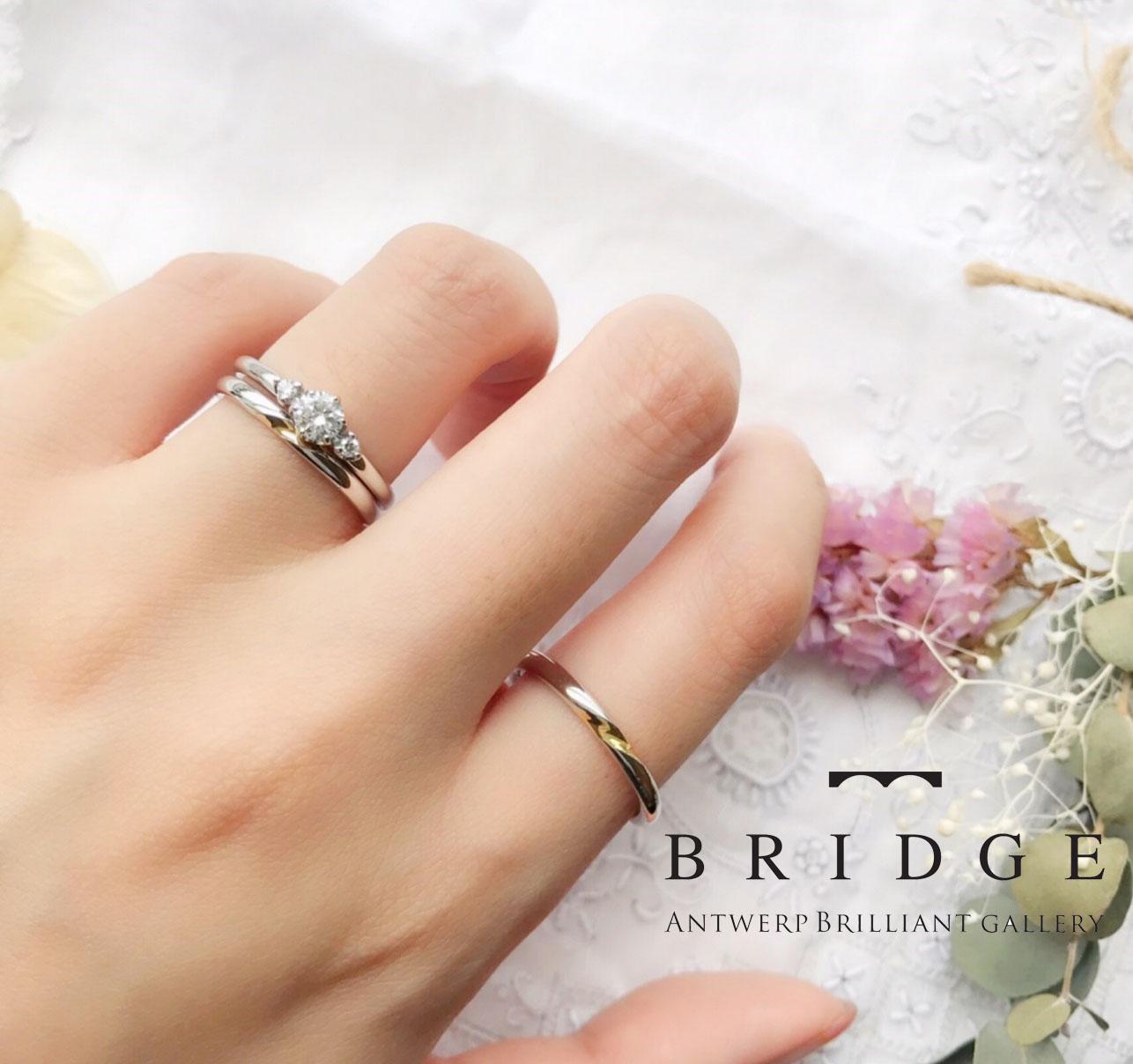 シンプルで大人可愛いデザインの結婚指輪・婚約指輪です。メレダイヤモンドの美しい上品さを感じるリングです。