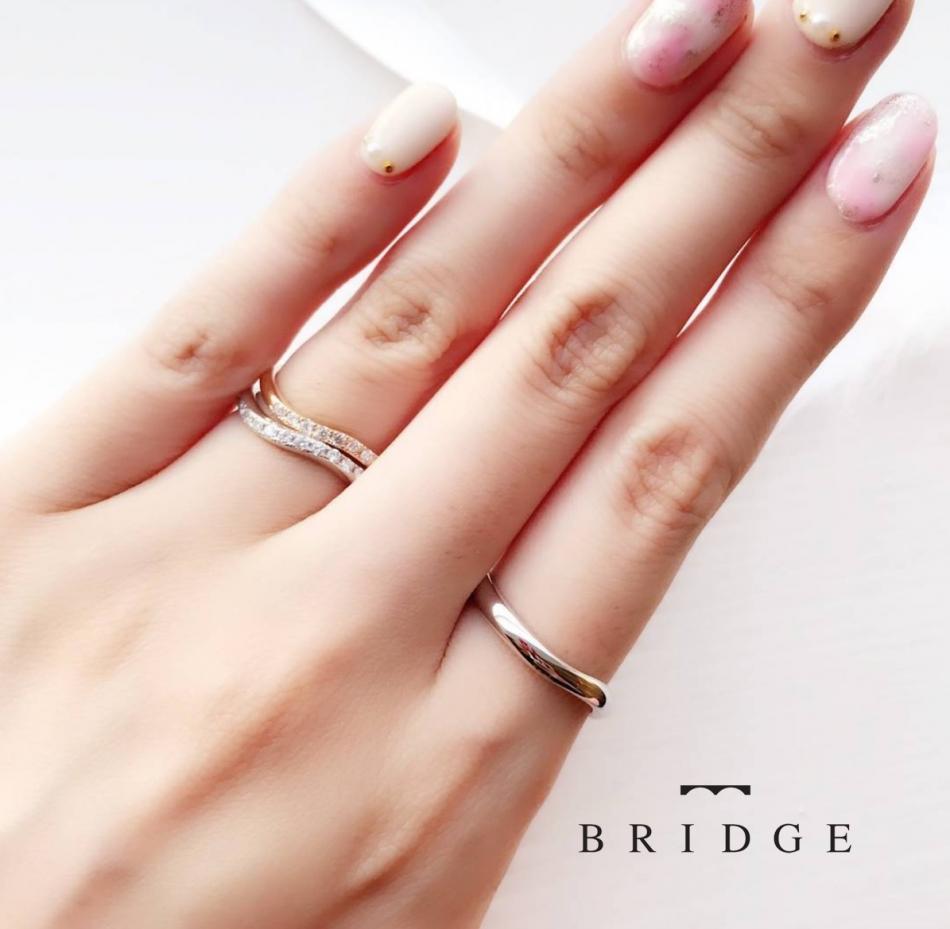 ウェーブのラインがかわいい結婚指輪、婚約指輪をご紹介します。