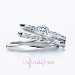 ゆるやかなウェーブ美しいシンプルなプラチナの婚約指輪と結婚指輪のセットです。