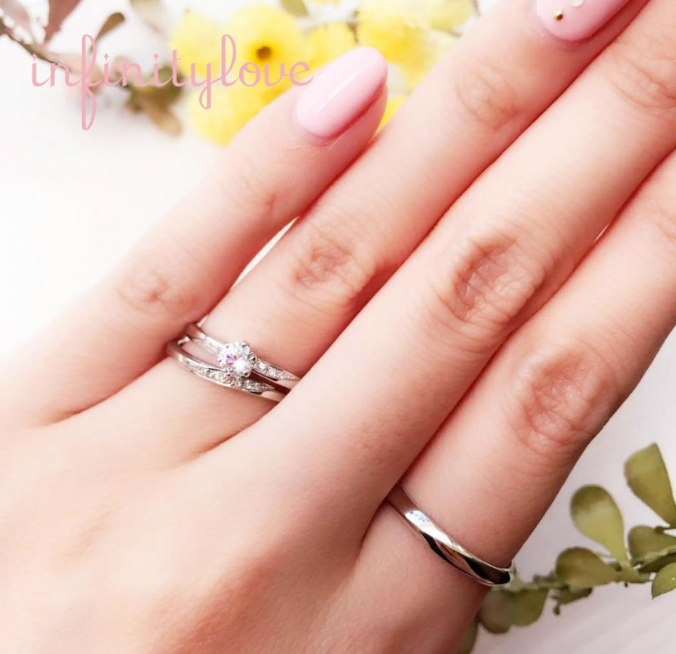 サプライズプロポーズならシンプルでプラチナの可愛い婚約指輪と結婚指輪