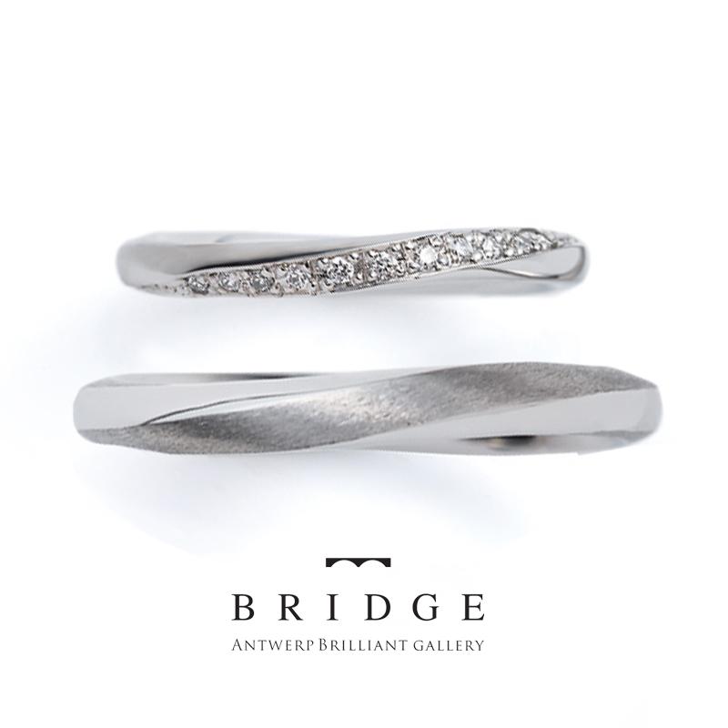 ウェーブラインと風をイメージした流れるようなダイヤモンドラインが綺麗な結婚指輪