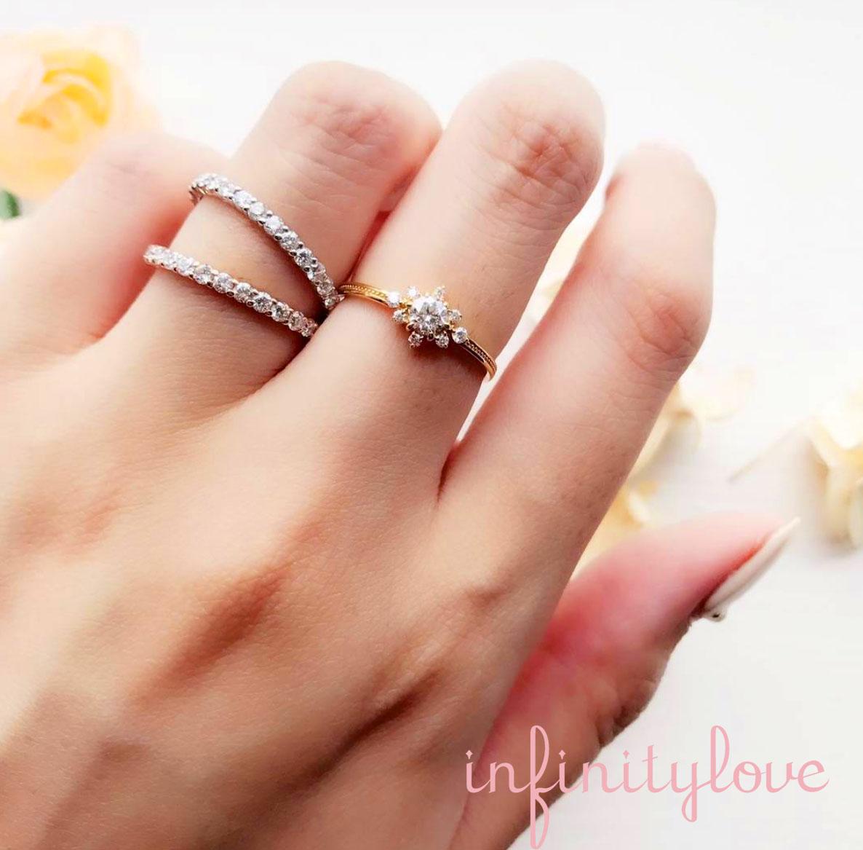 メレダイヤモンドがキラキラと輝く、ヒマワリをモチーフにしたアンティーク調の可愛い結婚指輪・婚約指輪をご紹介します。