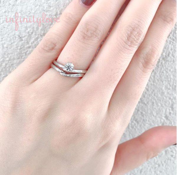 Ⅴ字ラインの細身でカワイイ婚約指輪と結婚指輪