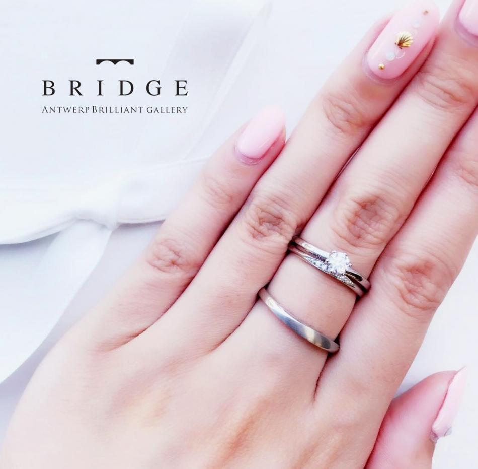 船と海、流れがモチーフのシンプルで繊細なダイヤモンドラインが美しいプラチナの婚約指輪、結婚指輪のセットリング
