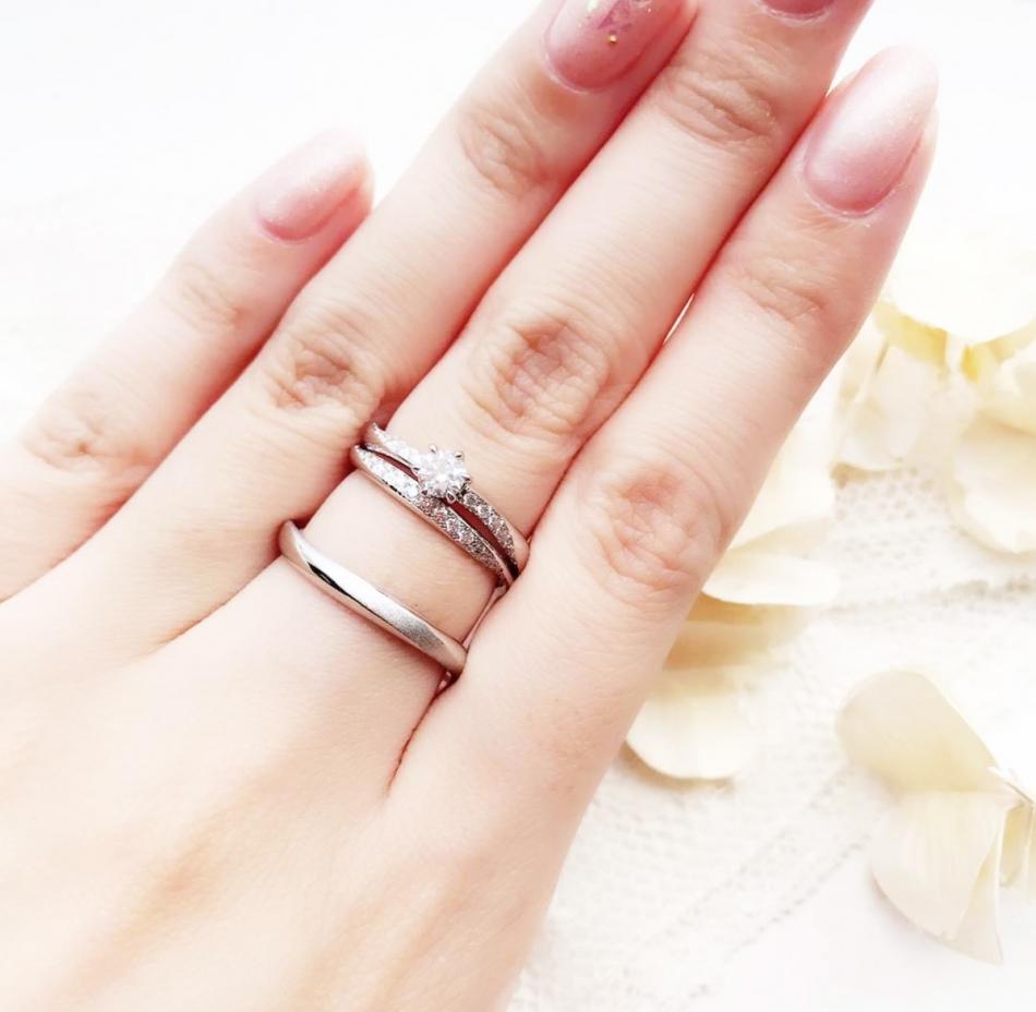 アントワープブリリアントAntwrepbrilliantGALLERYギャラクシー結婚指輪と婚約指輪の重ねつけの美しいプラチナリング