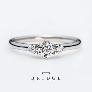 スズランの花がモチーフの可愛いシンプル婚約指輪。
