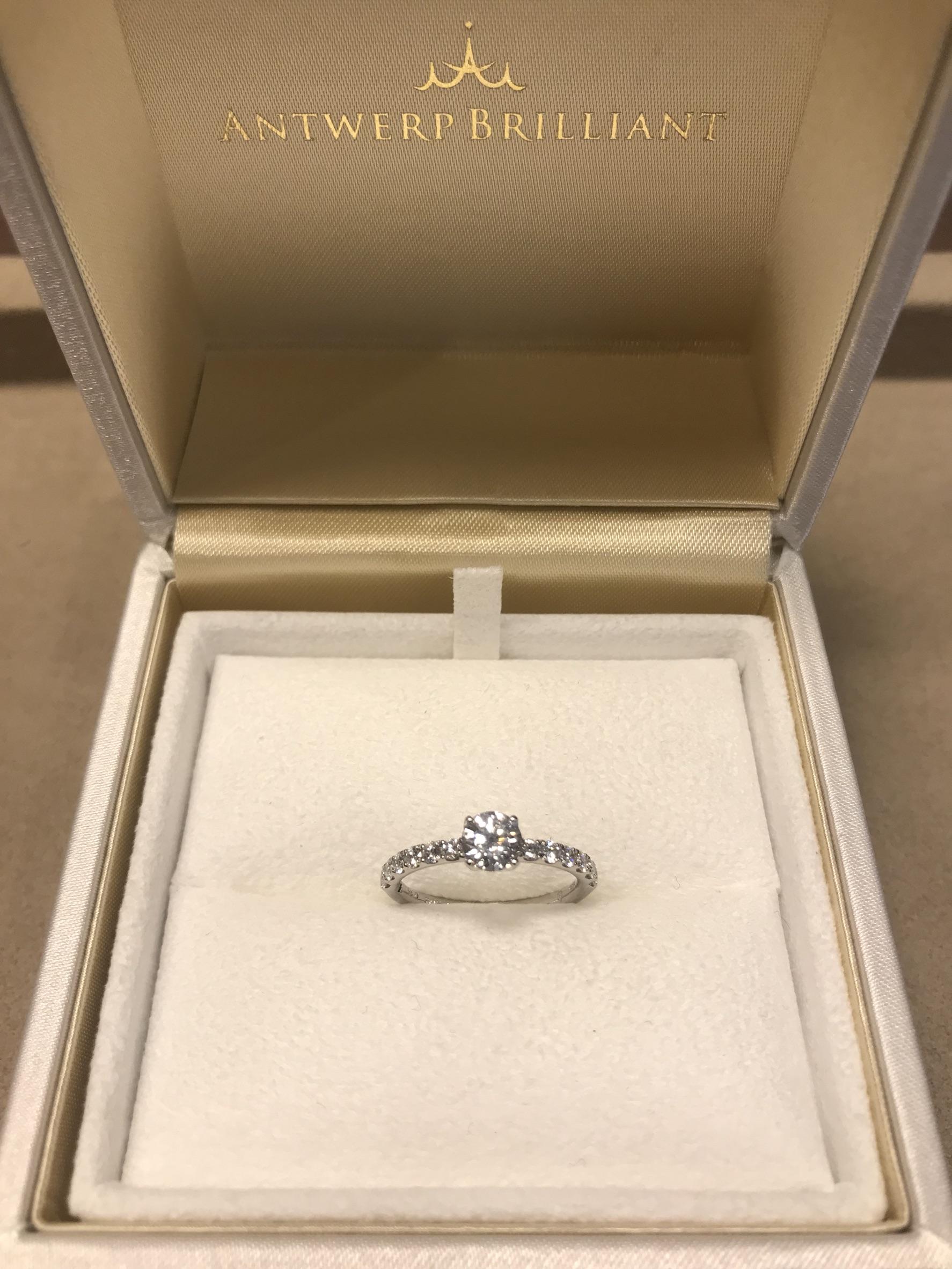 結納や両親への挨拶で婚約指輪は披露するBRIGDE銀座