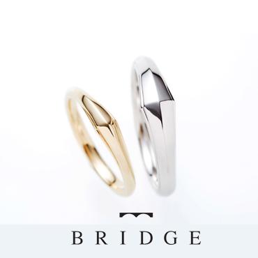カッコいい印象のある結婚指輪です。アレンジ次第で一層エレガントな雰囲気にもなります。