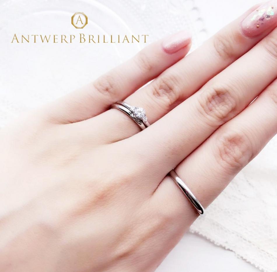 星をモチーフにしたプラチナの美しさが光るストレートのデザインがシンプルでエレガントな婚約指輪