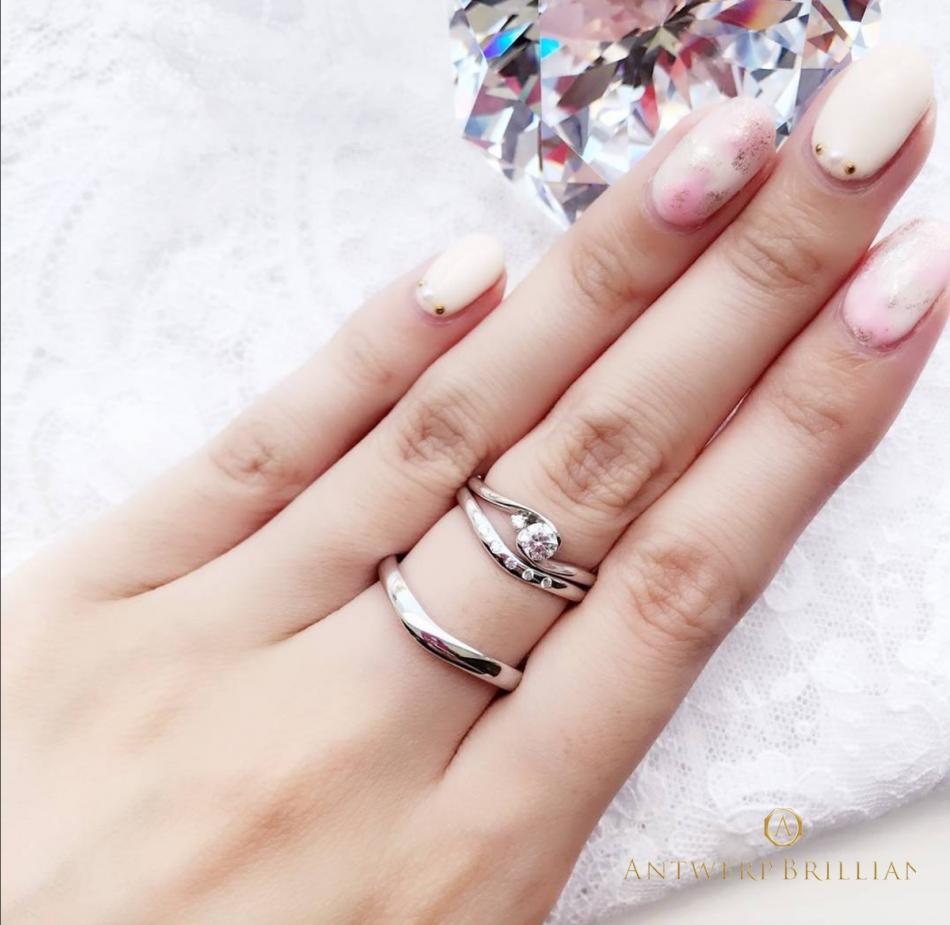 """Full Moon"" Diamond Rim Setting Ring Set 美しくエレガントなⅤラインの婚約指輪、結婚指輪選びならBRIDGE銀座♪"