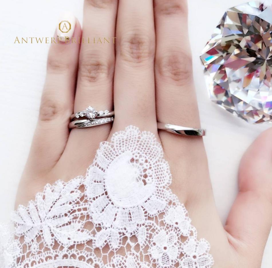 流行りの重ね付けも可愛い、ダイヤモンドラインの美しいエンゲージリング、マリッジリングです。