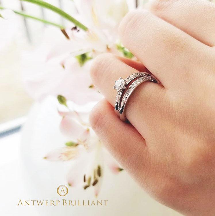 重ね付けするとダイヤモンドラインがキラキラと並んで輝く結婚指輪、婚約指輪をご紹介。