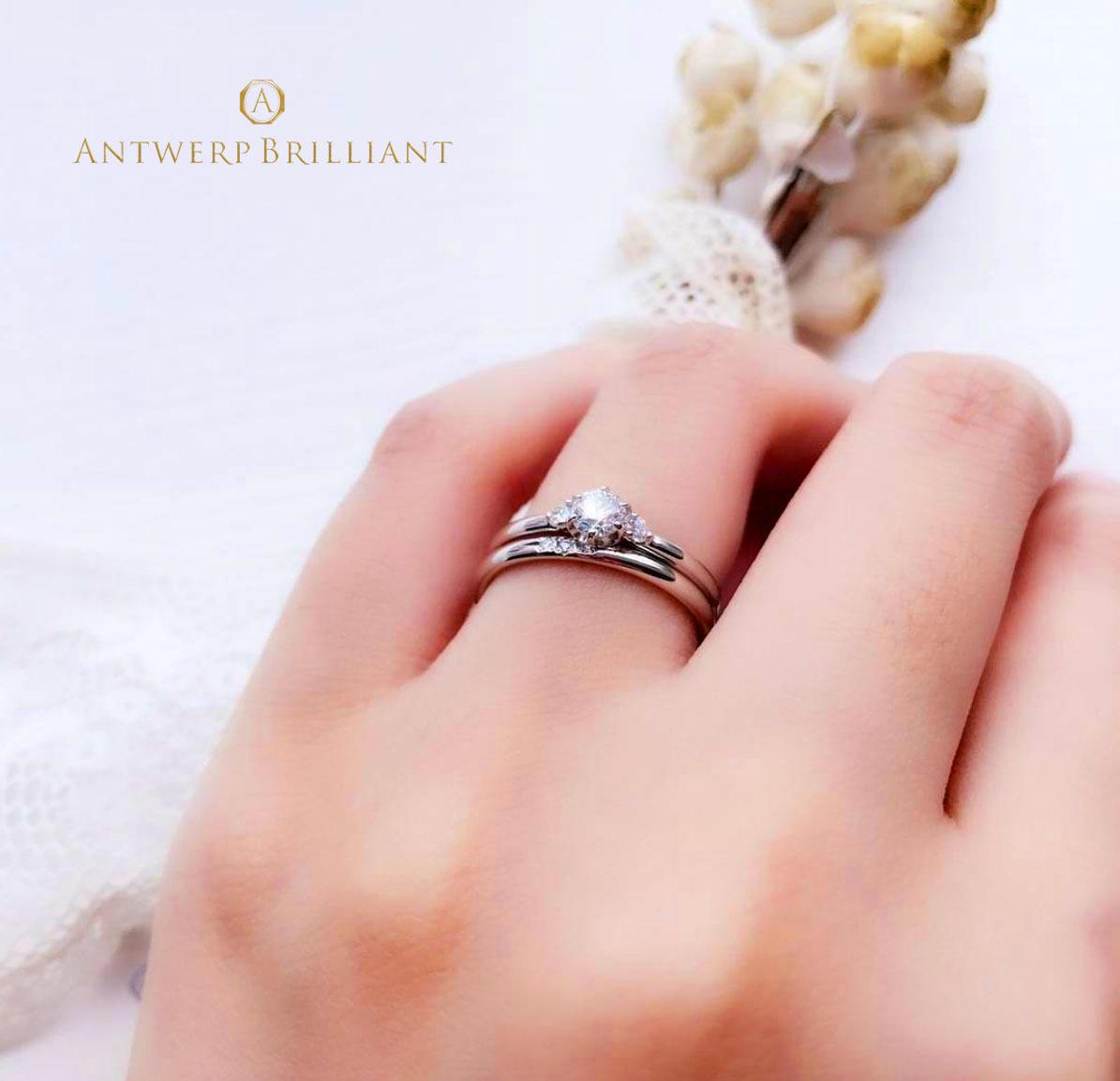 銀座で人気のシンプルで大人可愛い、プラチナとダイヤモンドの輝きが美しいAsterismの婚約指輪と結婚指輪 サプライズプロポーズにも重ね付けにも人気があるデザインです