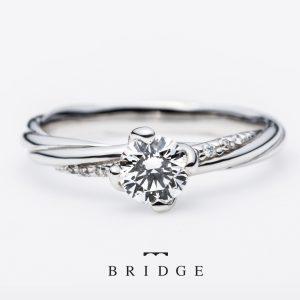 喜びの絆と永遠の絆はブリッジ銀座で鉄板人気のエンゲージリングマリッジリングのセットですストレートスタイルですがツイストデザインの全周エタニティがエレガント