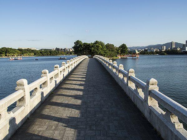 イメージの橋を歩んで行く様子