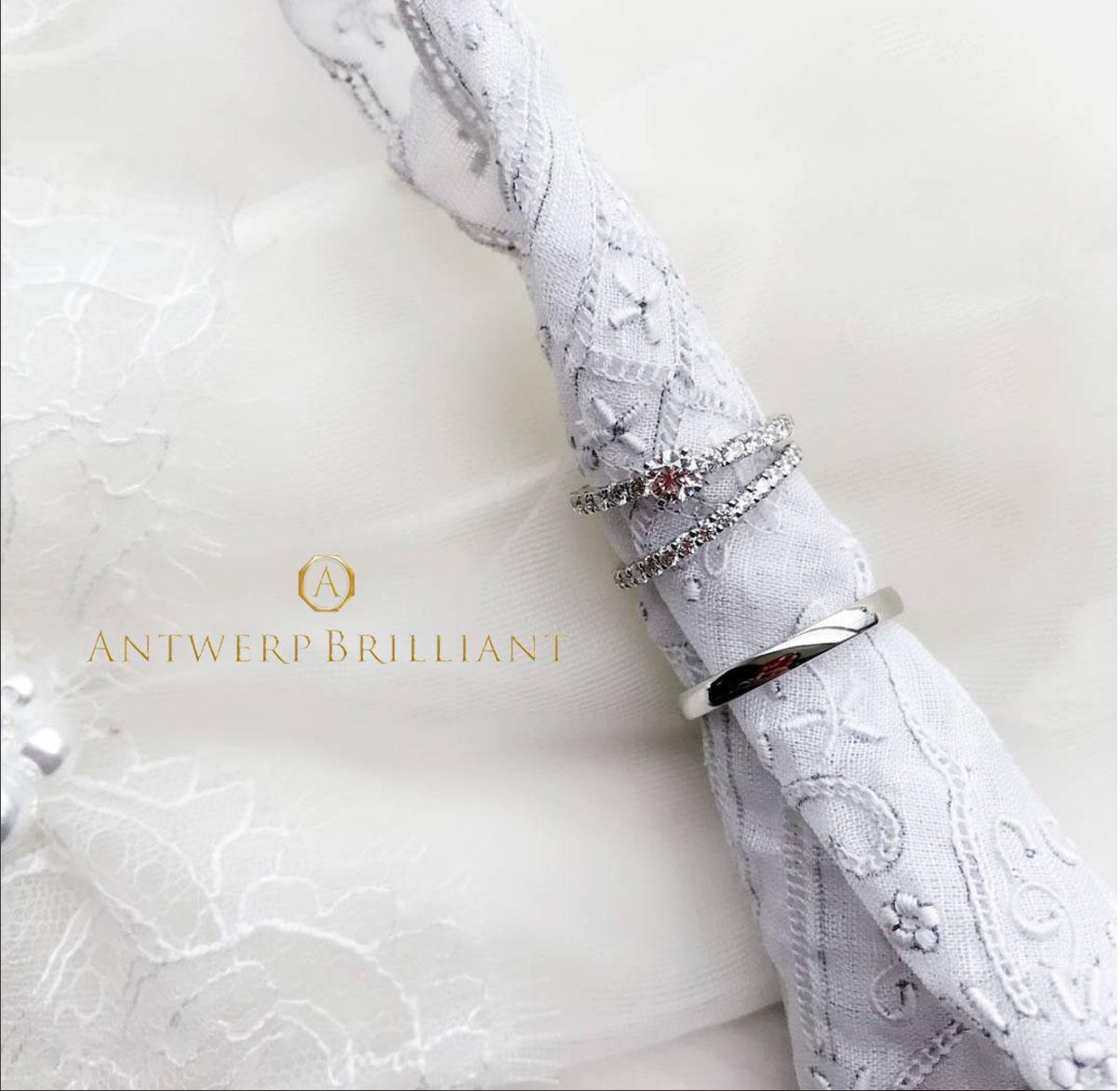 銀座で人気のシンプルで大人かわいい、プラチナとダイヤモンドラインが美しいハーフエタニティのD—line starの婚約指輪と結婚指輪