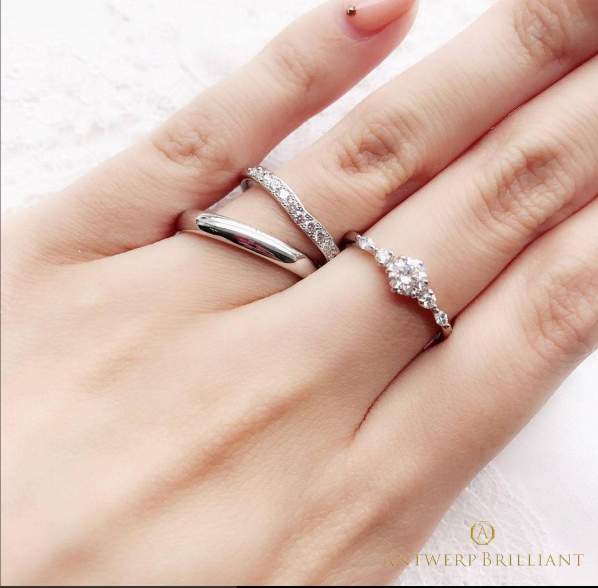 銀座 プロポーズ Ⅴ字デザイン ダイヤモンドライン 上品 華やか 重ね付け 婚約指輪 結婚指輪