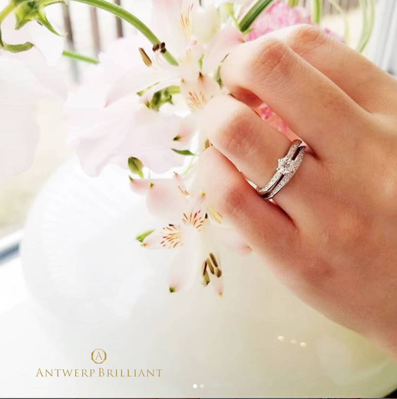 ダイヤモンドは想いを込めて贈られる結婚指輪と重ねて思いを重ねる