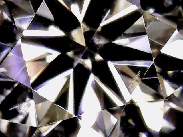 ダイヤモンドのトレーサビリティを確立するスタンプ