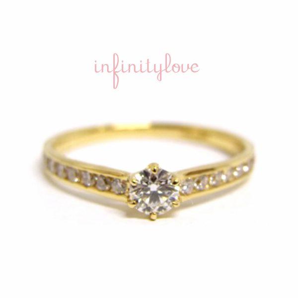 レールセッティングのダイヤモンドラインエンゲージリング婚約指輪としても華やかで人気のスタイル銀座インフィニティラブ直営店限定