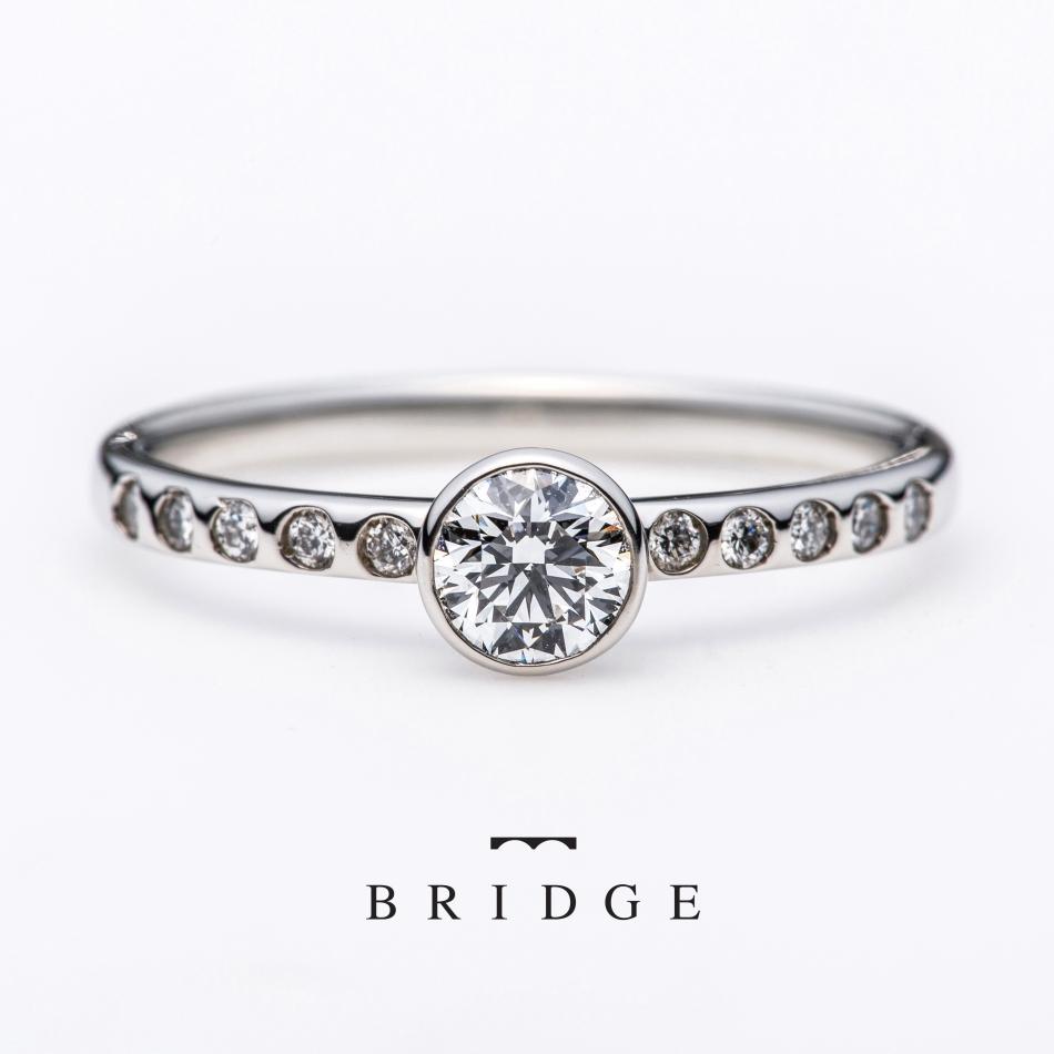 プロポーズを大成功させるなら夕陽がモチーフの美しい人気の婚約指輪