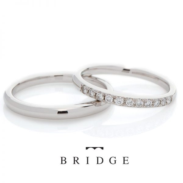 シンプルなプラチナストレートで美しいアフリカ産のダイヤモンドをセッティングしたハーフエタニティ結婚指輪