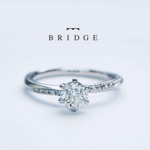 緩やかなダイヤモンドセッティングのS字ラインが美しくエレガントなエンゲージリング銀座でも人気の凛としたフォルムは楚々とした花嫁を引き立てます