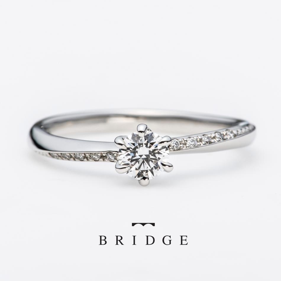 緩やかなダイヤモンドセッティングのウエーヴラインが美しくエレガントなエンゲージリング銀座でも人気の凛としたフォルムは楚々とした花嫁を引き立てます
