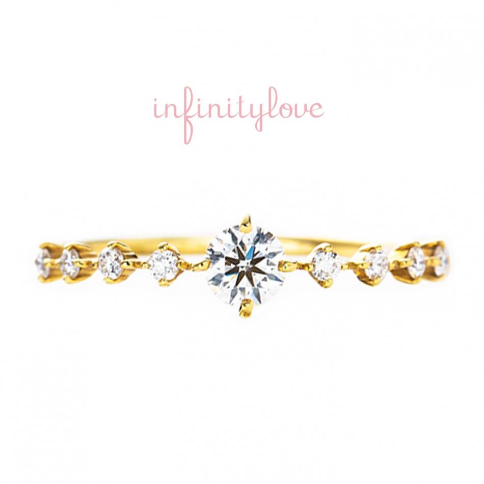 キラキラと輝くダイヤモンドセッティングが可愛い華奢な婚約指輪