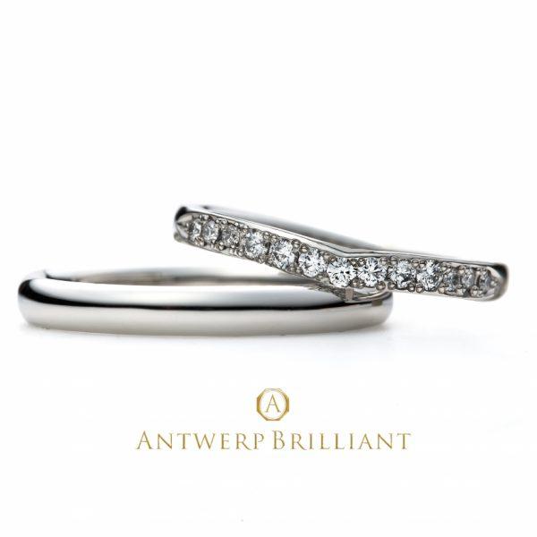 V字というよりU字のマリッジリング緩やかカーブが優しい印象銀座でも人気のダイヤモンドを贅沢ラインストーン使い華やかマリッジリング
