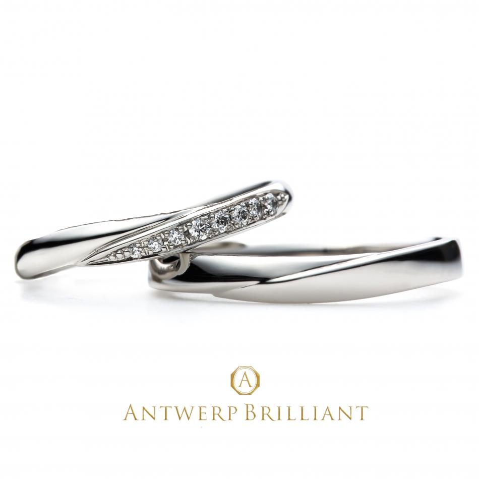 やさしいウェーブでもクールなイメージを持つ、メレダイヤモンドも最高に美しく輝いている結婚指輪