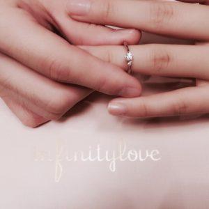 ダイヤモンドのガードルに刻まれた二人だけの刻印がとってもロマンチック♪