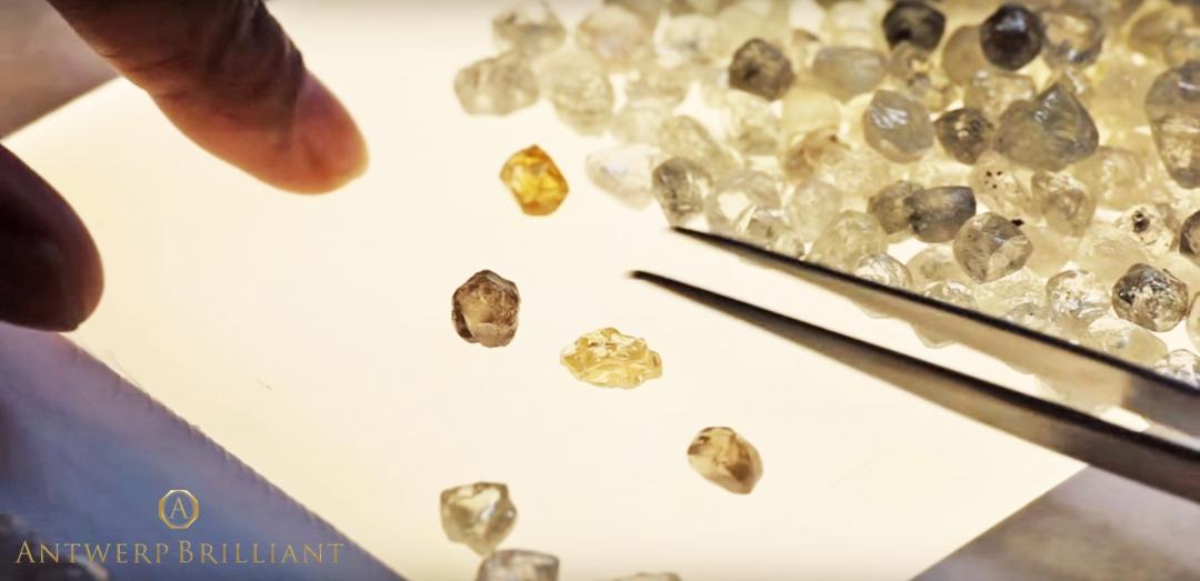 ダイヤモンド原石は慎重に選定されるアントワープブリリアント
